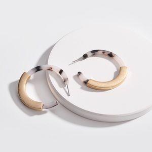 Jewelry - ❤️Vintage Tortoise Gold Hoop Earrings